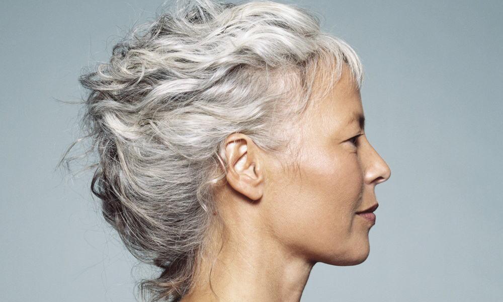 S'il est impossible d'empêcher les cheveux de devenir blancs, il est possible de retarder l'apparition de la canitie.