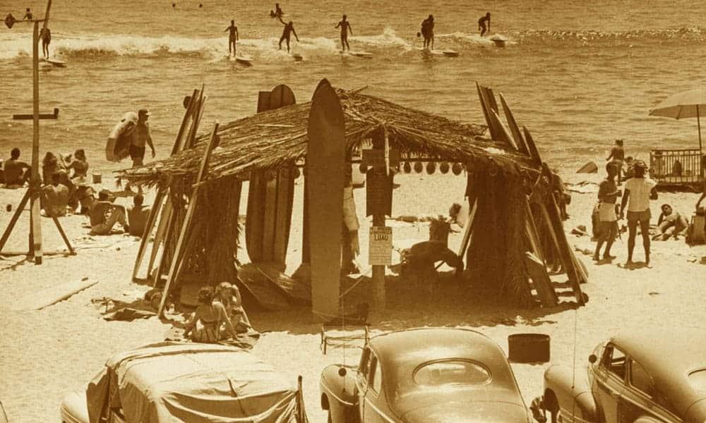 Voici comment débuter en surf après 50 ans