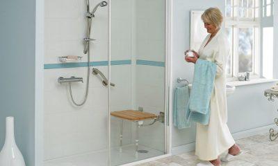 Bien aménager la salle de bain d'un senior permet d'éviter les chutes. Voici quelques suggestions pour remédier à cela.