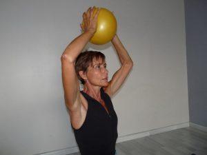 Isabelle Balland nous montre comment en finir avec vos bras chauve-souris.