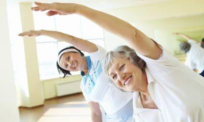 Pour conserver une taille de guêpe après 50 ans, Isabelle Balland nous recommande ces exercices à faire à domicile.