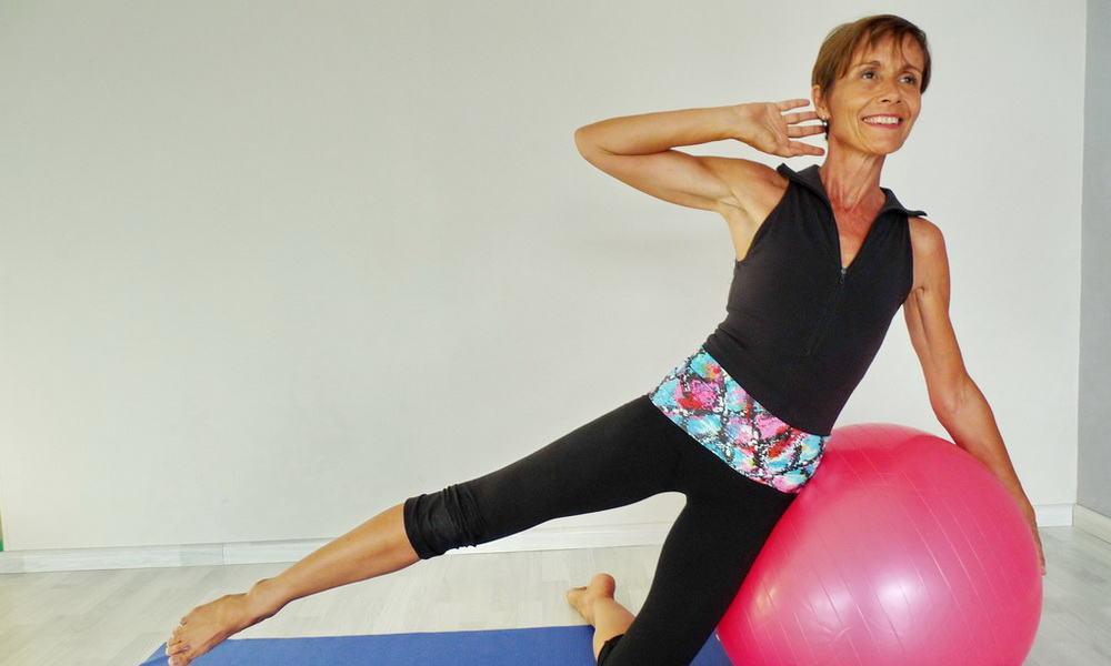 Vous ne savez plus utiliser votre vieux Swiss Ball ? Pas de souci, Isabelle Balland vous montre comment.