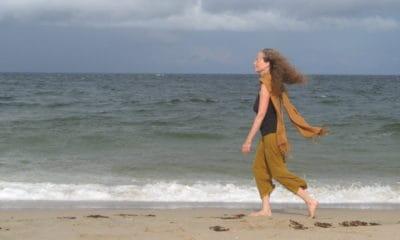 Marcher en méditant en pleine conscience, on vous montre comment