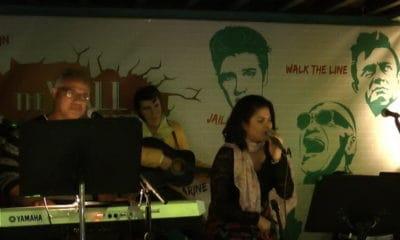 Accompagnée de Guy Laurens et de Poné, Vaheana Fernandez interprète E piko ana vau.