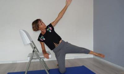 Apprenons à bien étirer nos muscles du moyen fessier avec Isabelle Balland