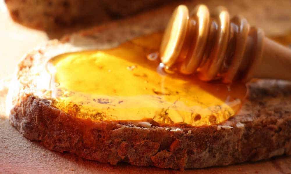 Les carences sont fréquentes ches les quinquas et seniors. Voici toutes les vertus du miel qui font des merveilles pour notre santé