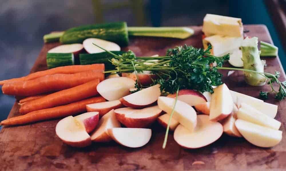 Pour être en bonne santé, les experts recommandent de manger au quotidien cinq portions de fruits et légumes.