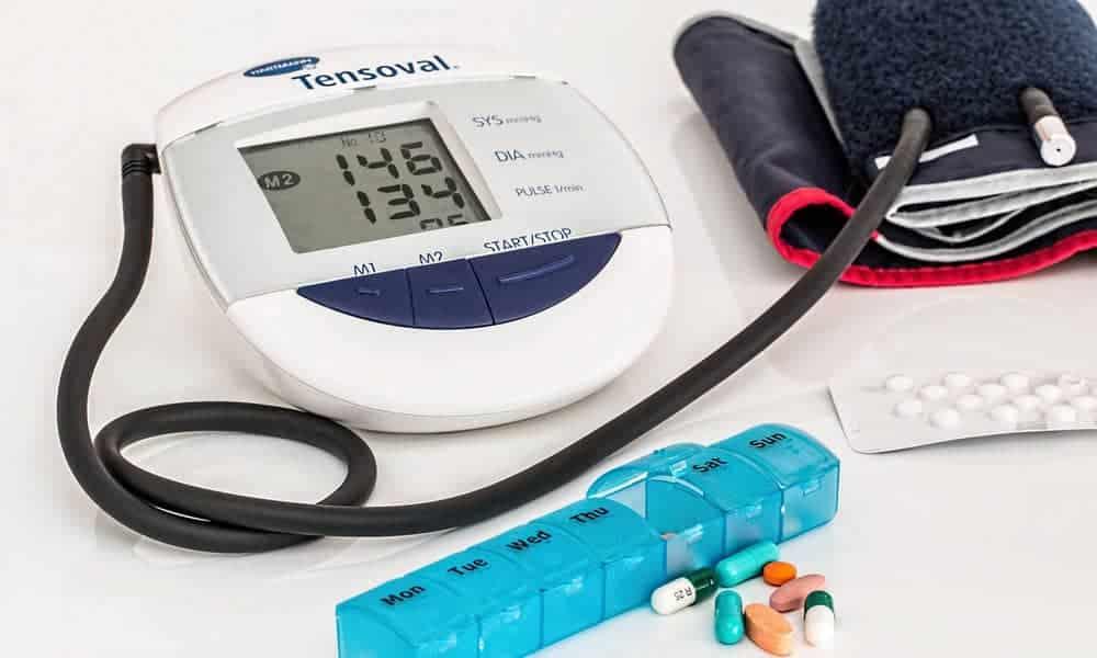 Qu'on soit une personne agée ou un senior, il vaut mieux s'quiper d'une tensiomètre digital our mesurer sa tension régulièrement