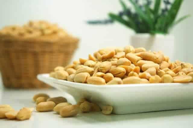Garder la taille quand on est senior, c'est possible en mangeant un peu de cacahuètes