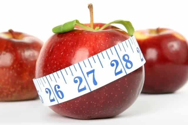 Garder la taille quand on est senior, c'est possible en mangeant une pomme