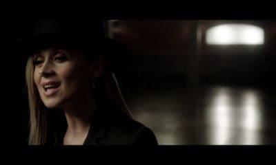 Lara Fabian chante par amour, un titre extrait de son dernier album