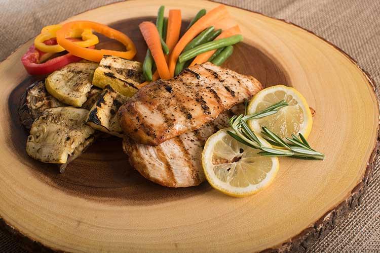 Pour éviter la fonte des muscles, les seniors doivent consommer des protéines.