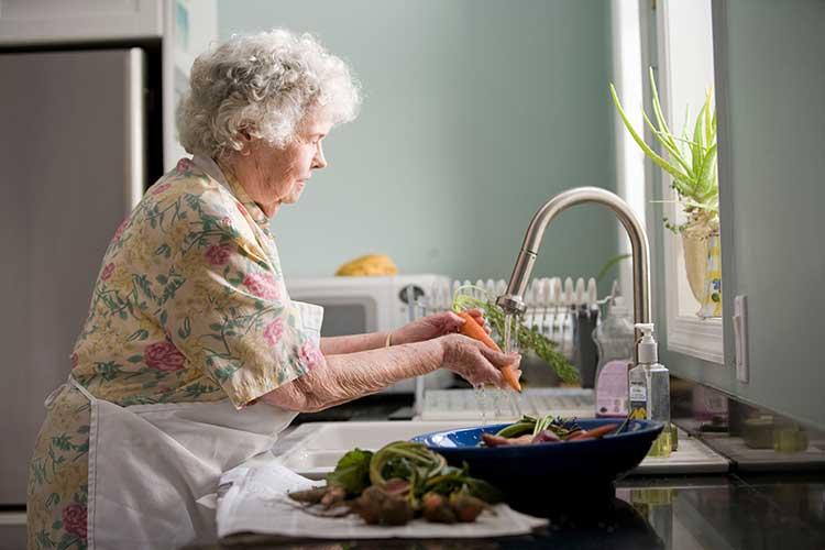 Pour un quinqua ou un senior, renforcer son système immunitaire est essentiel