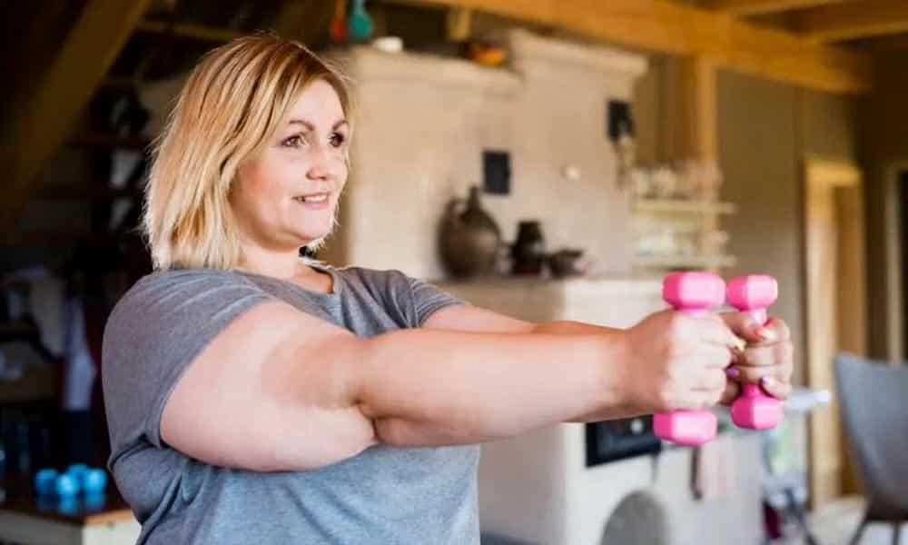 Après 50 ans, les braComment perdre le gras de vos bras et éviter les bras chauve-souris ? Les réponses dans cet article.