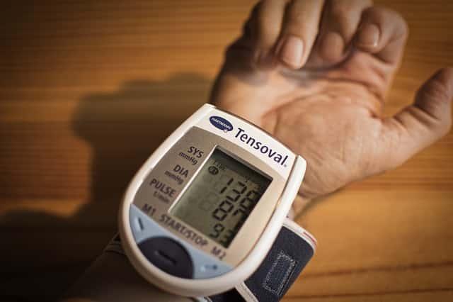 Savoir lire un tensiomètre. On vous explique comment prendre sa mesure.