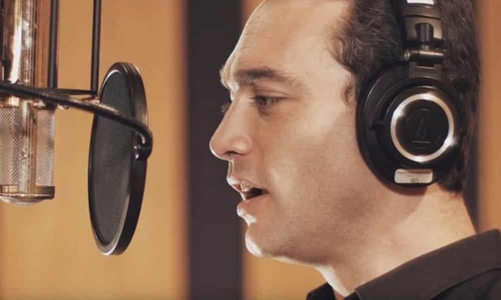 """Jean-Baptiste Guégan interprète """"Tu es toujours là"""", une très belle chanson écrite et composée par Slimane."""