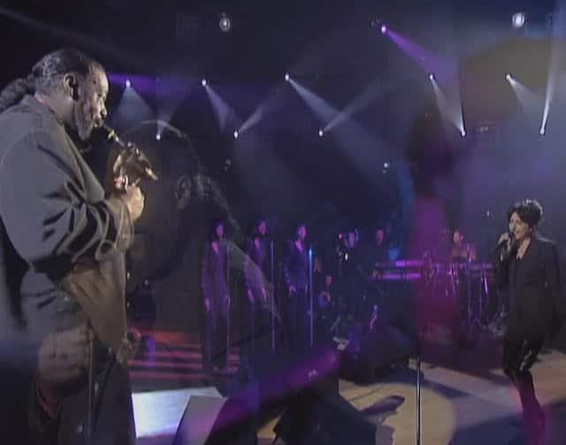 Les quinquas et seniors du monde entier ont certainement déjà écouté Barry White. Il chante en duo avec Liane Foly.