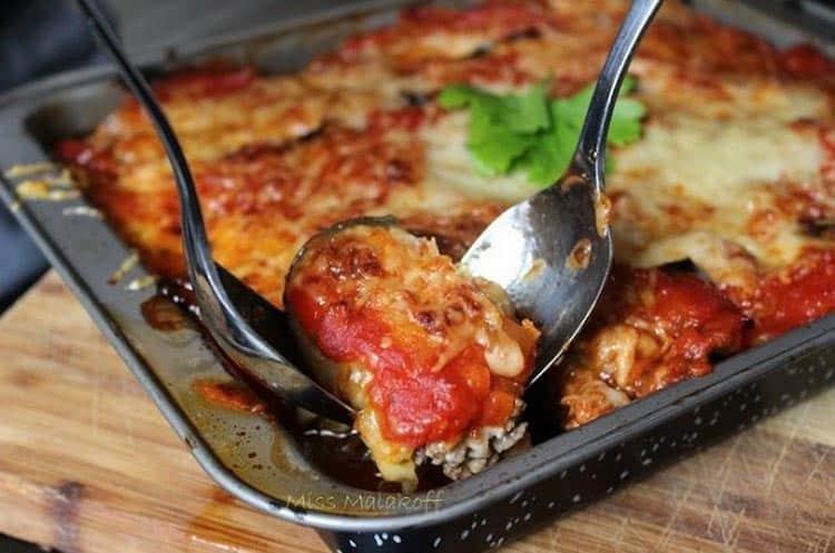Toujours appréciée sur une table d'été, cette recette d'aubergines à la parmigiana est un délice. Essayez-la !