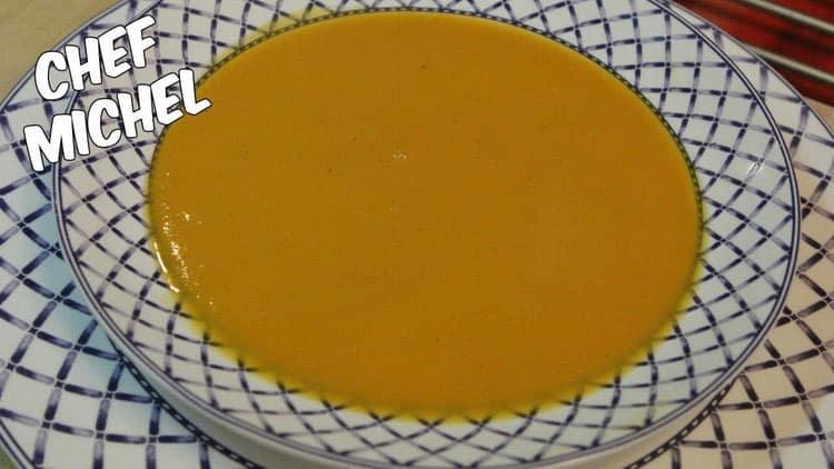 Servir une soupe de courge en automne, c'est un classique. Relevé avec un peu de gingembre, cette recette est un délice.
