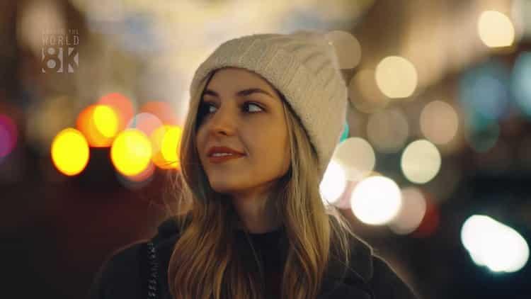 """Griff, la jeune chanteuse pop londonienne de 19 ans interprète """"Love is a compass"""" -l'amour est une étoile."""