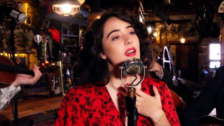 Composée dans les années '30, Bésame Mucho est la chanson en espagnol la plus reprise du XXè siècle. Bonne Saint Valentin à tous.