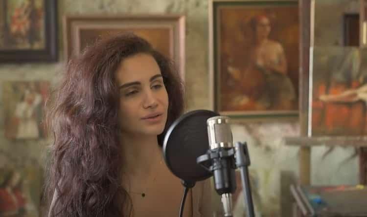 Âgée de 15 ans, Arpi Alto est une jeune artiste talentueuse d'origine arménienne. Elle interprète « She », une chanson de Charles Aznavour.